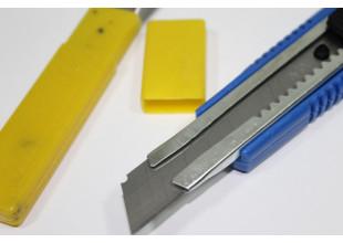 Нож канцелярский (с запасными лезвиями 5шт.)